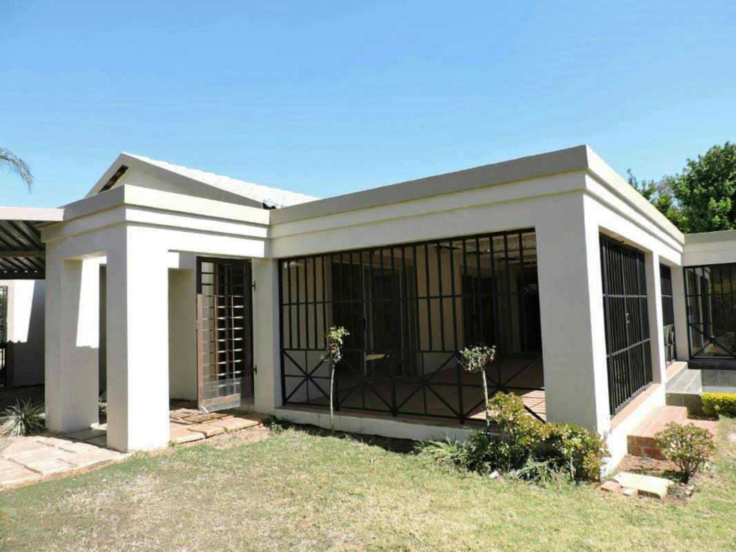 http://listing.pamgolding.co.za/Images/Properties/201612/574771/H/574771_H_1.jpg