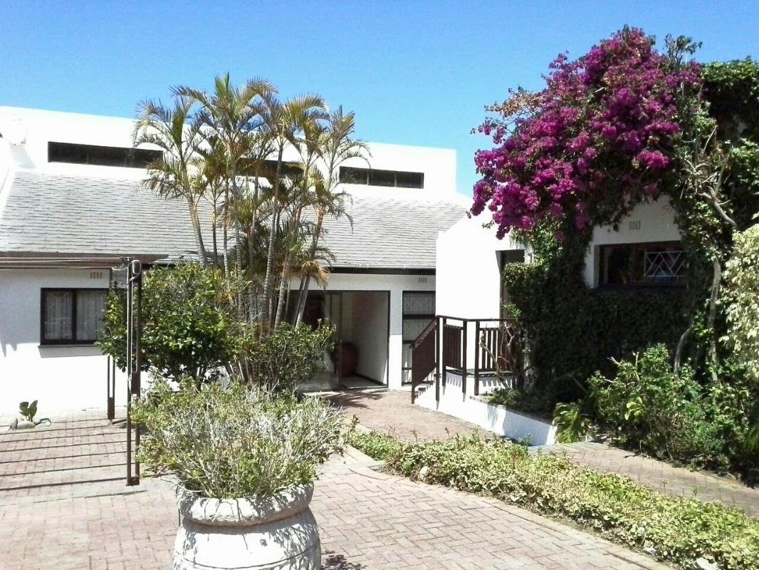 http://listing.pamgolding.co.za/Images/Properties/201612/588088/H/588088_H_4.jpg