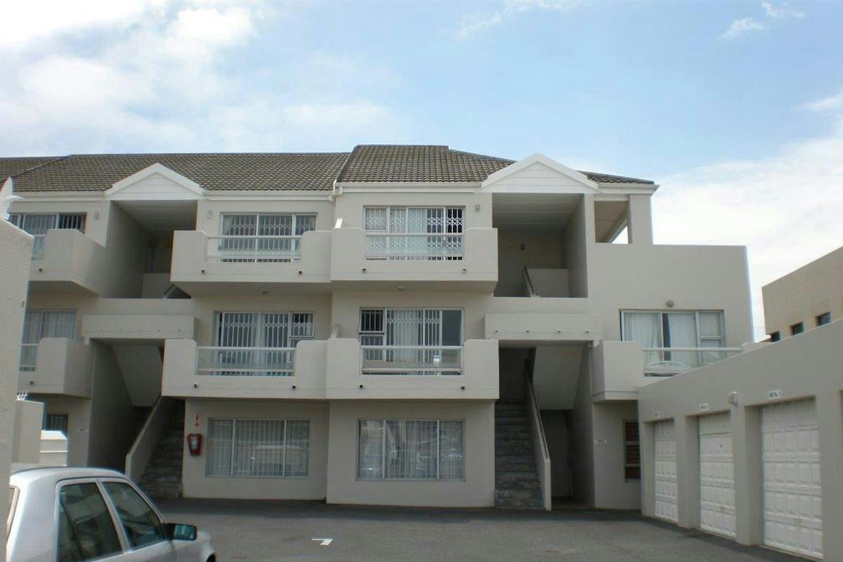 http://listing.pamgolding.co.za/Images/Properties/201612/596391/H/596391_H_5.jpg
