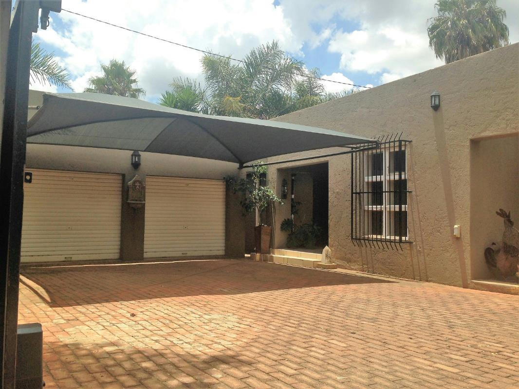 http://listing.pamgolding.co.za/Images/Properties/201701/362574/H/362574_H_19.jpg