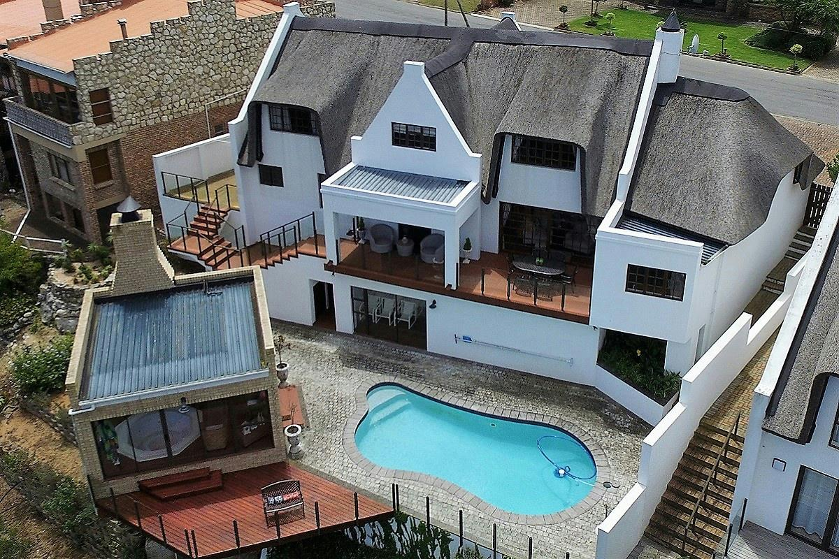 http://listing.pamgolding.co.za/Images/Properties/201701/378758/H/378758_H_73.jpg