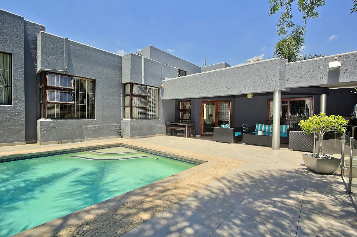 http://listing.pamgolding.co.za/Images/Properties/201701/588990/H/588990_H_23.jpg