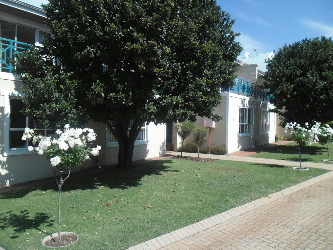 http://listing.pamgolding.co.za/Images/Properties/201701/600983/H/600983_H_1.jpg