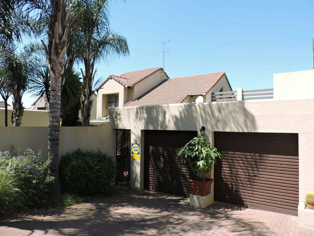 http://listing.pamgolding.co.za/Images/Properties/201701/602938/H/602938_H_3.jpg