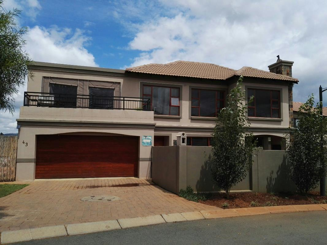 http://listing.pamgolding.co.za/Images/Properties/201701/604743/H/604743_H_1.jpg