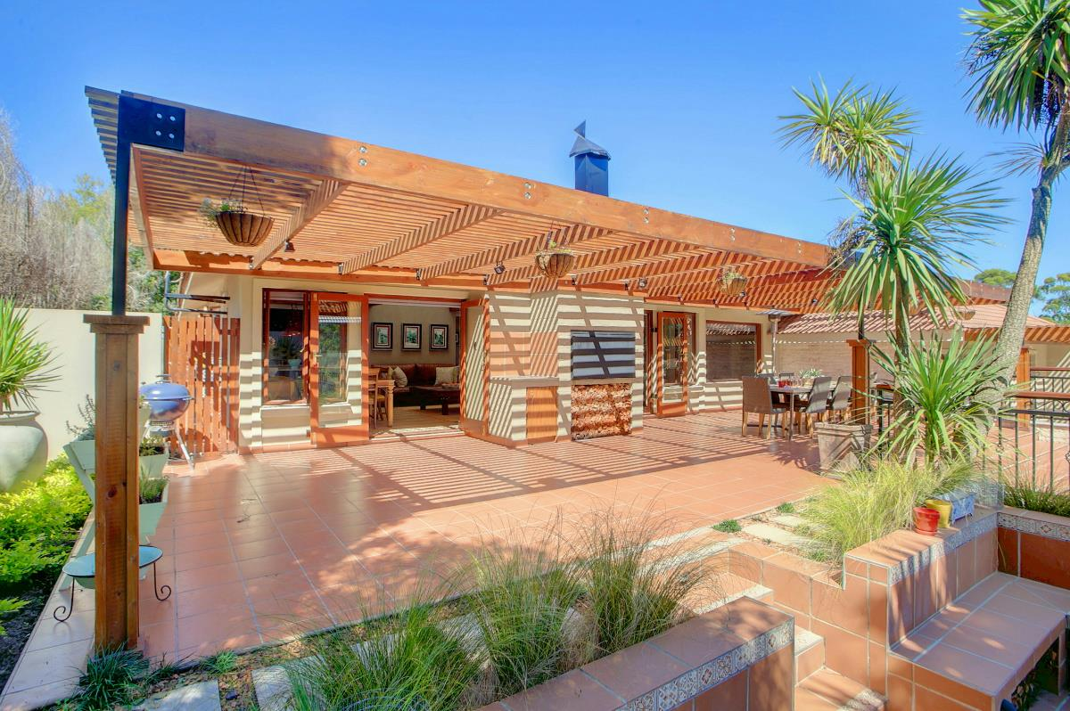 http://listing.pamgolding.co.za/Images/Properties/201702/349500/H/349500_H_18.jpg