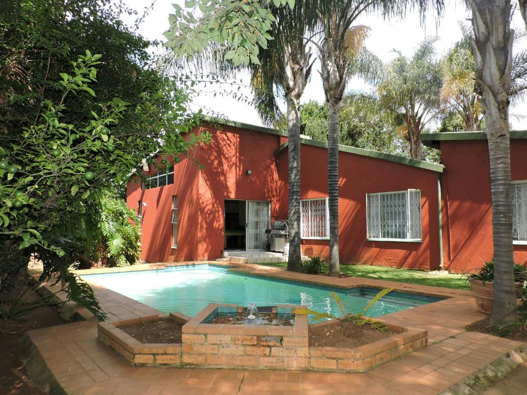http://listing.pamgolding.co.za/Images/Properties/201702/607628/H/607628_H_13.jpg