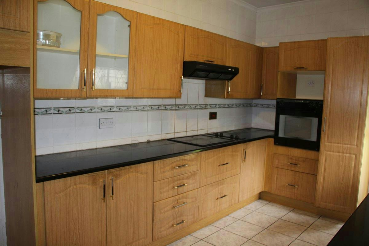 House for sale greendale zimbabwe 3zb1306211 pam for Kitchen units for sale in zimbabwe