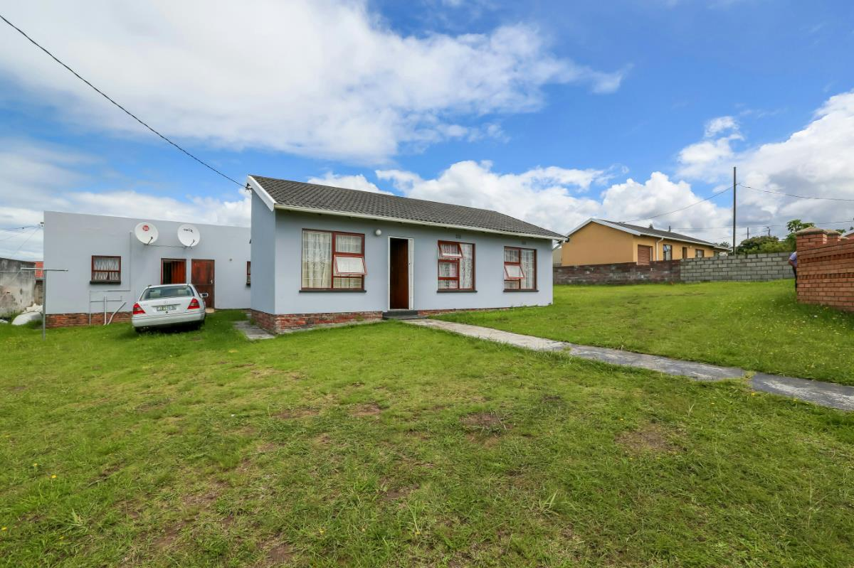 http://listing.pamgolding.co.za/Images/Properties/201702/609852/H/609852_H_4.jpg