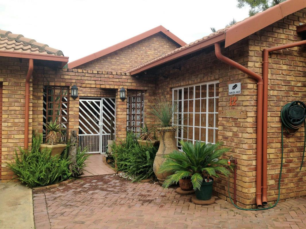http://listing.pamgolding.co.za/Images/Properties/201702/610757/H/610757_H_1.jpg