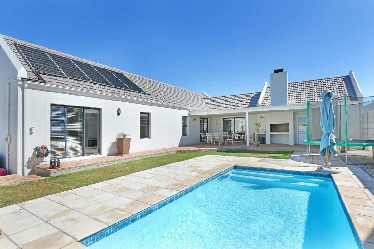 http://listing.pamgolding.co.za/Images/Properties/201703/446249/H/446249_H_21.jpg