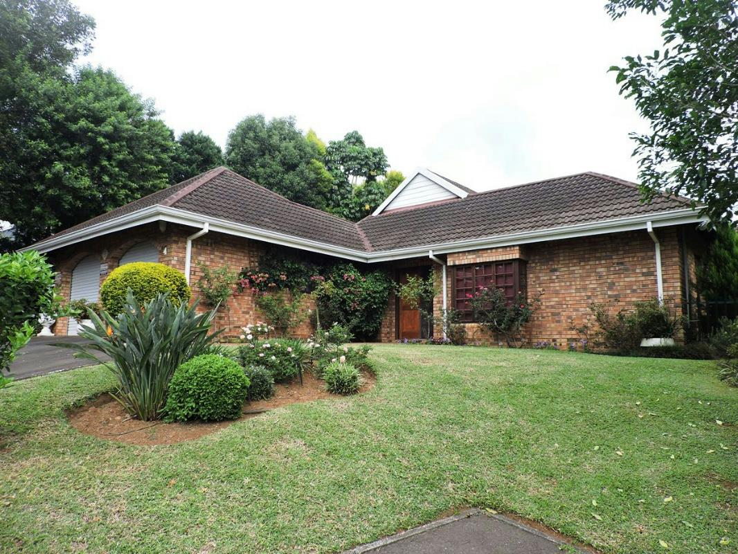 http://listing.pamgolding.co.za/Images/Properties/201703/612379/H/612379_H_1.jpg