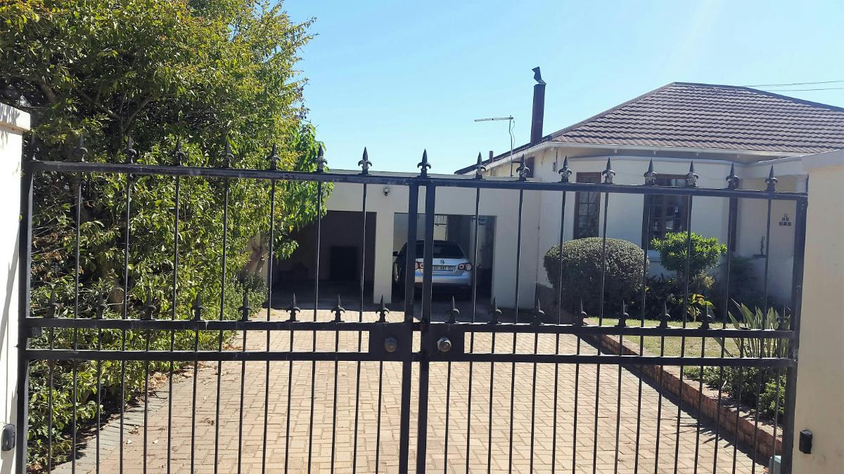 http://listing.pamgolding.co.za/Images/Properties/201703/616473/H/616473_H_10.jpg