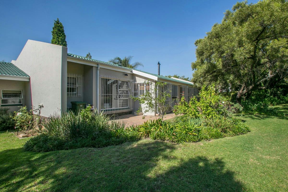 3 Bedroom Townhouse For Sale Lonehill Fw1315712 Pam Golding Properties