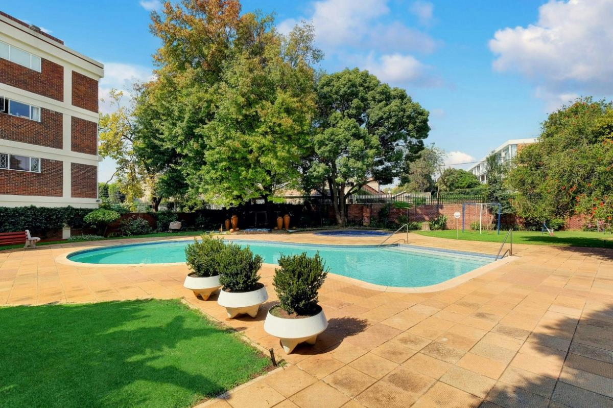 2 Bedroom Apartment For Sale Hyde Park Sandton