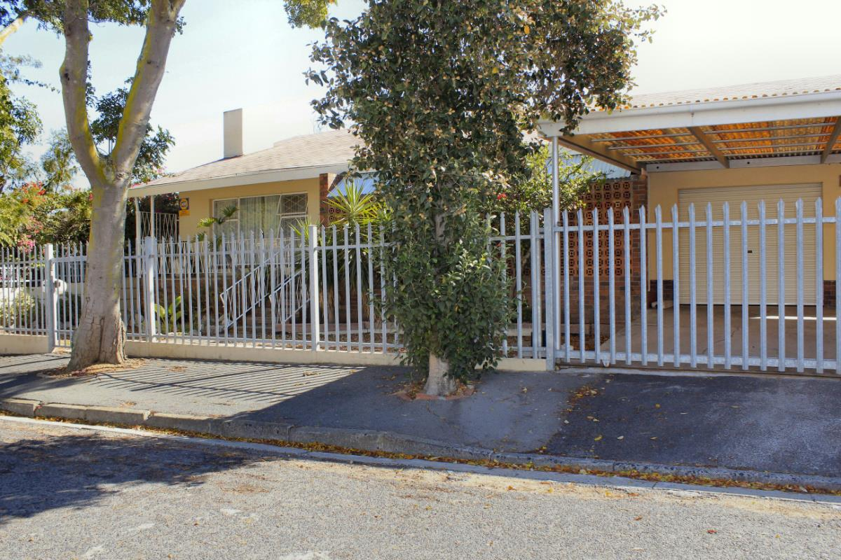 http://listing.pamgolding.co.za/Images/Properties/201704/621817/H/621817_H_20.jpg