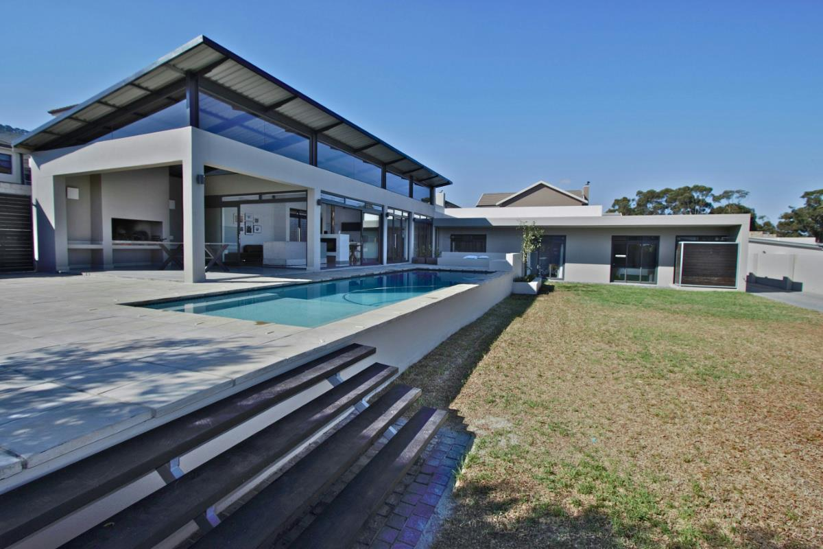 http://listing.pamgolding.co.za/Images/Properties/201704/624244/H/624244_H_2.jpg