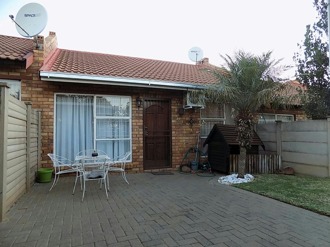 http://listing.pamgolding.co.za/Images/Properties/201704/624659/H/624659_H_18.jpg
