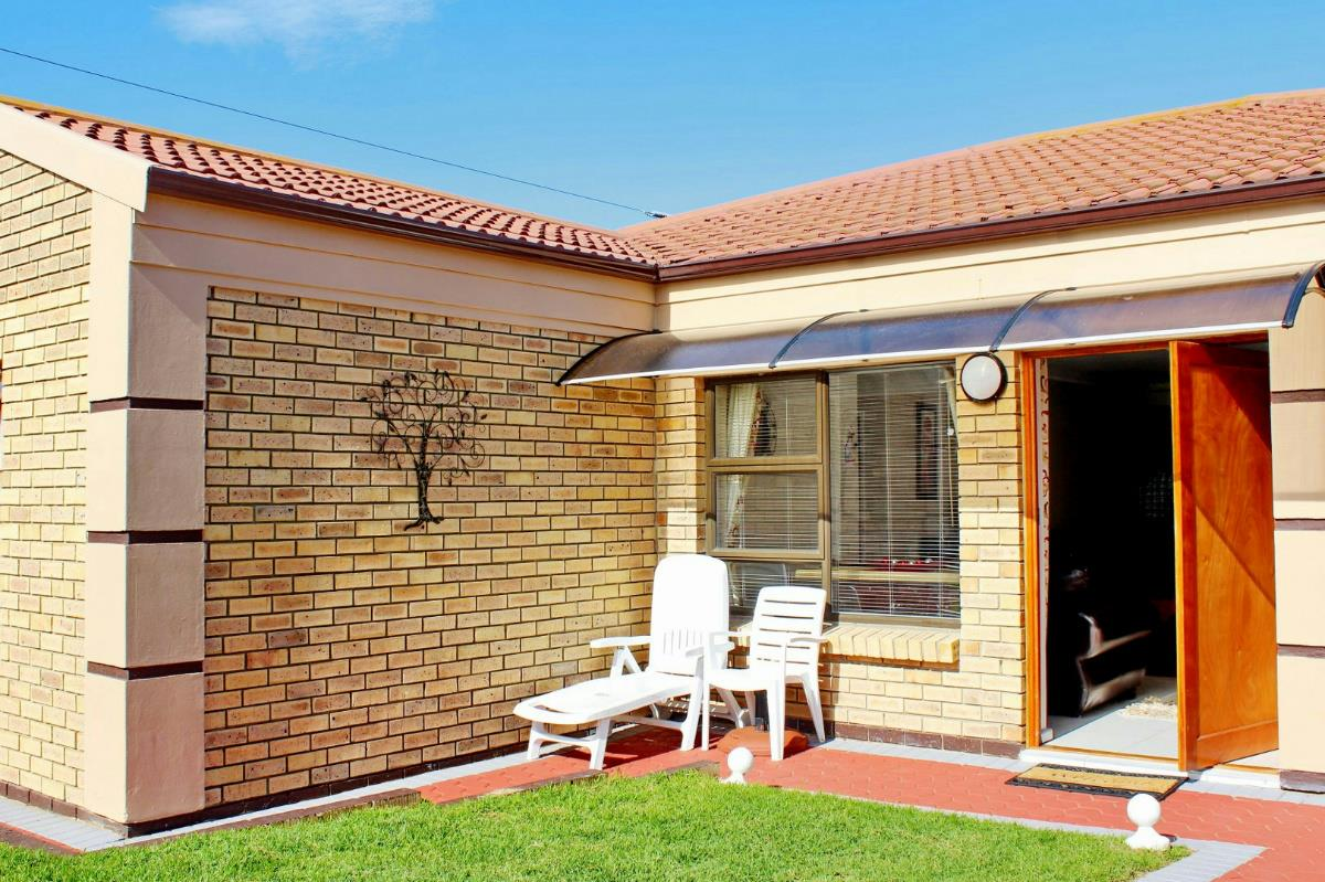 2 Bedroom Townhouse For Sale Island View Hartenbos 1mb1318479 Pam Golding Properties