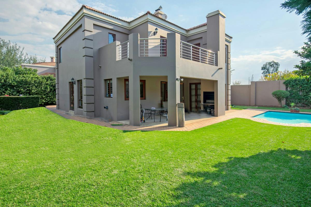 http://listing.pamgolding.co.za/Images/Properties/201705/627937/H/627937_H_32.jpg