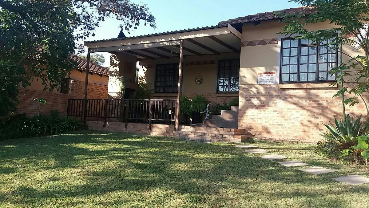 http://listing.pamgolding.co.za/Images/Properties/201705/628517/H/628517_H_12.jpg