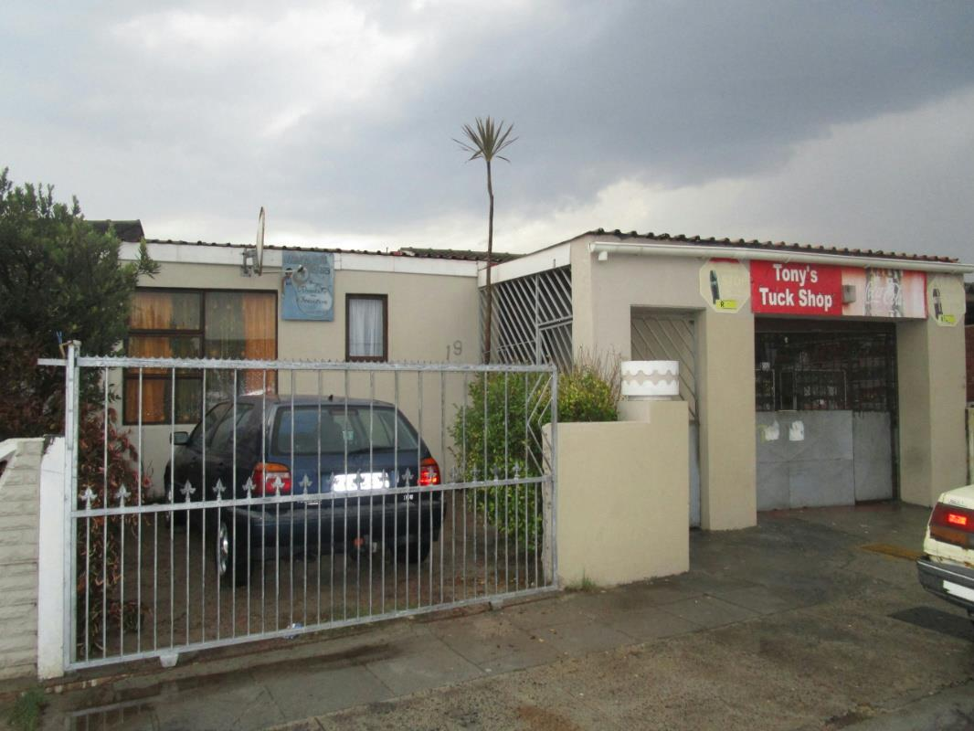 3 bedroom house for sale westridge mitchells plain for Mitchell s fish house