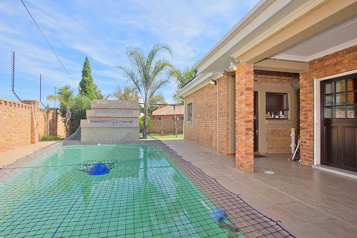 6 Bedroom House For Sale Sunward Park 1BG