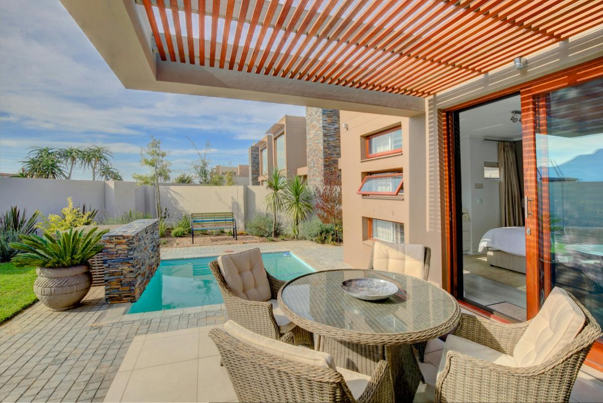 http://listing.pamgolding.co.za/Images/Properties/201706/635005/H/635005_H_1.jpg