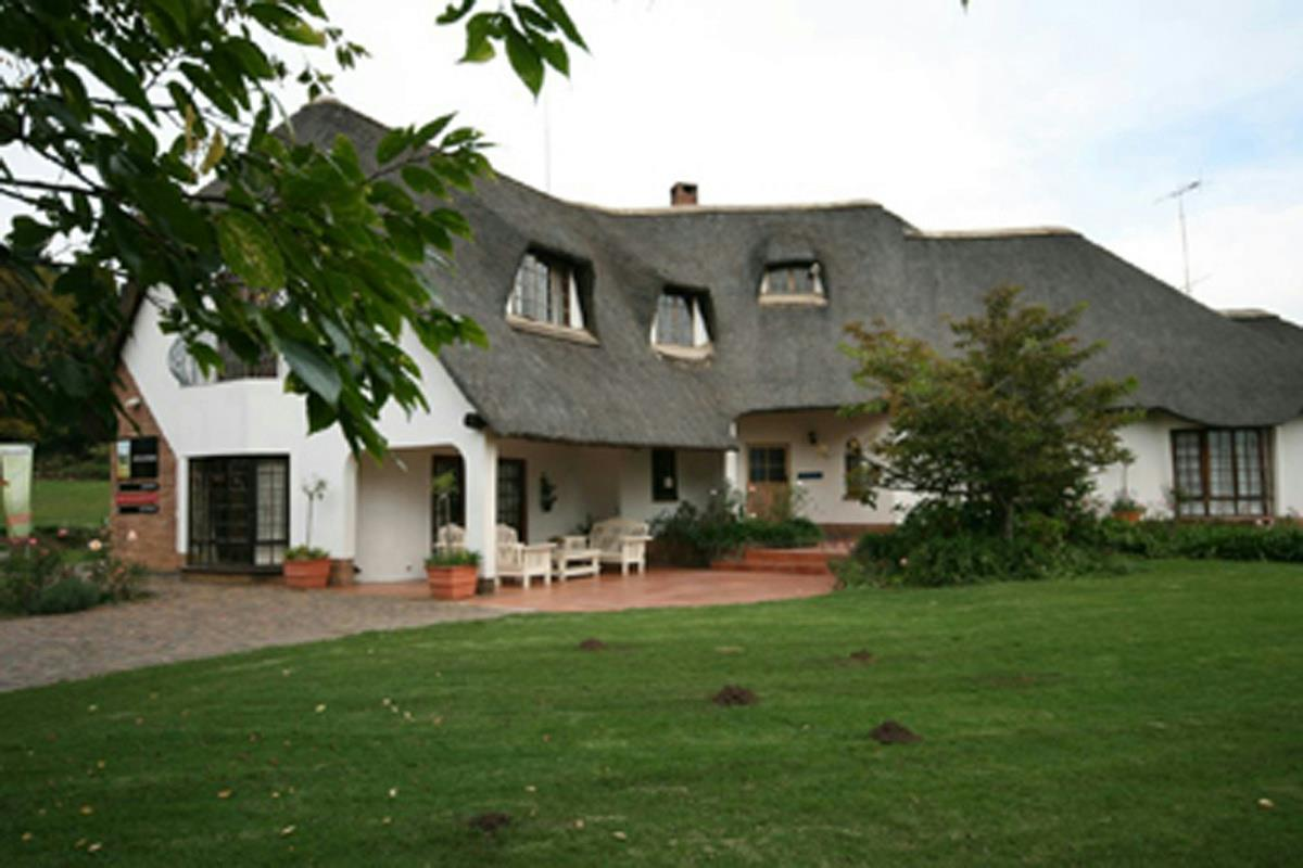 Guest houses for sale south africa pam golding properties for Homes for sale with guest house