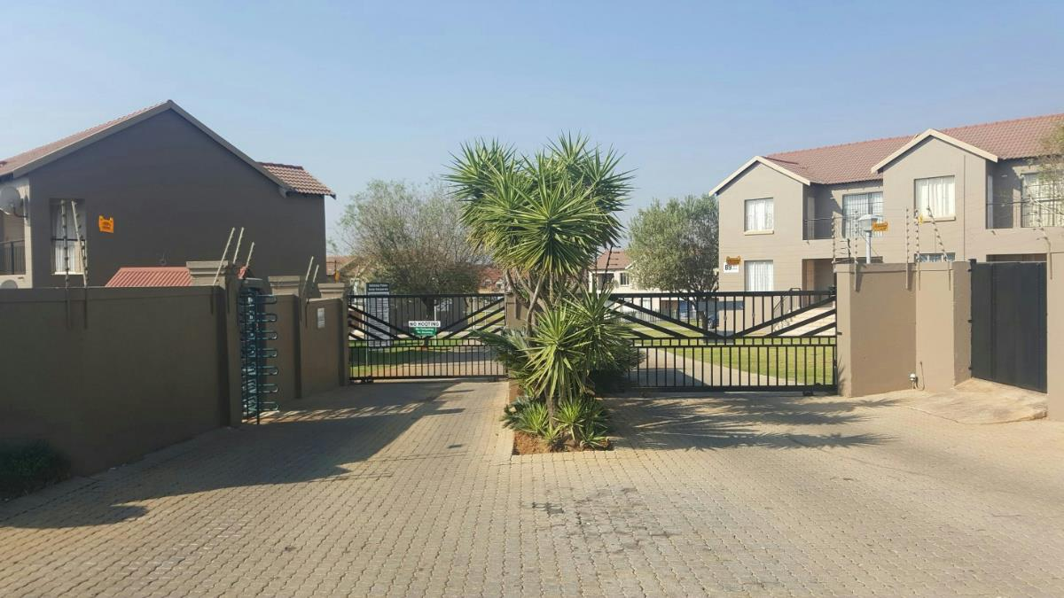 http://listing.pamgolding.co.za/Images/Properties/201706/635312/H/635312_H_21.jpg