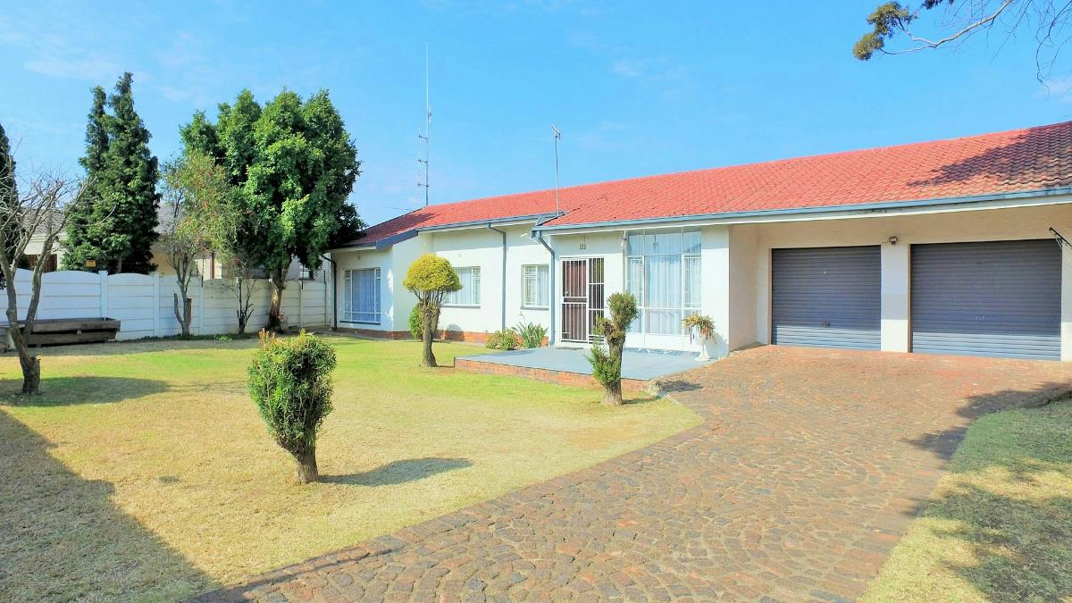 http://listing.pamgolding.co.za/Images/Properties/201707/664984/H/664984_H_1.jpg