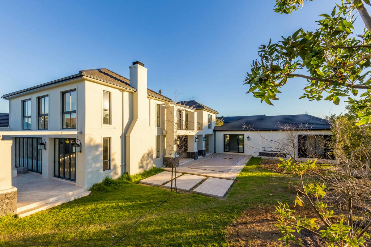 http://listing.pamgolding.co.za/Images/Properties/201708/697322/H/697322_H_1.jpg