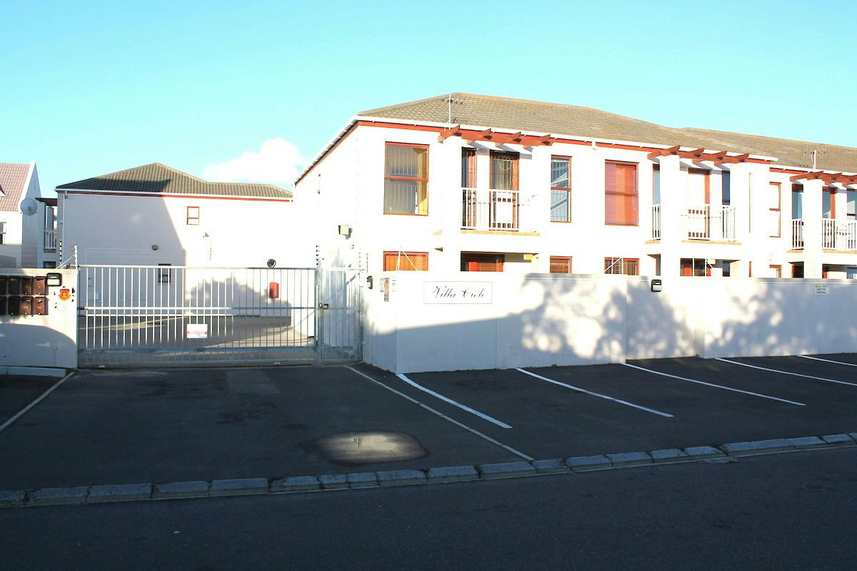 http://listing.pamgolding.co.za/Images/Properties/201708/697886/H/697886_H_13.jpg