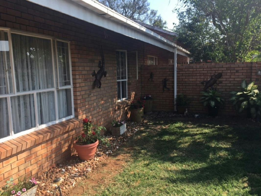 http://listing.pamgolding.co.za/Images/Properties/201708/700666/H/700666_H_3.jpg
