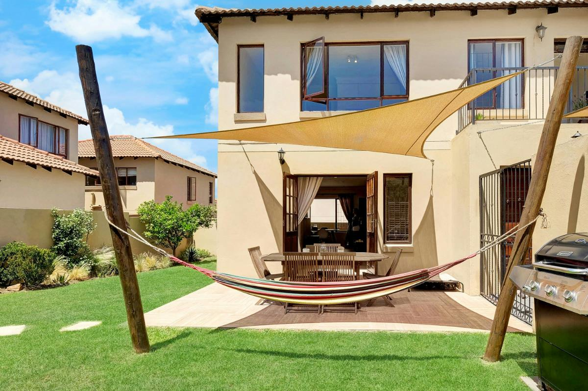 http://listing.pamgolding.co.za/Images/Properties/201710/746781/H/746781_H_16.jpg