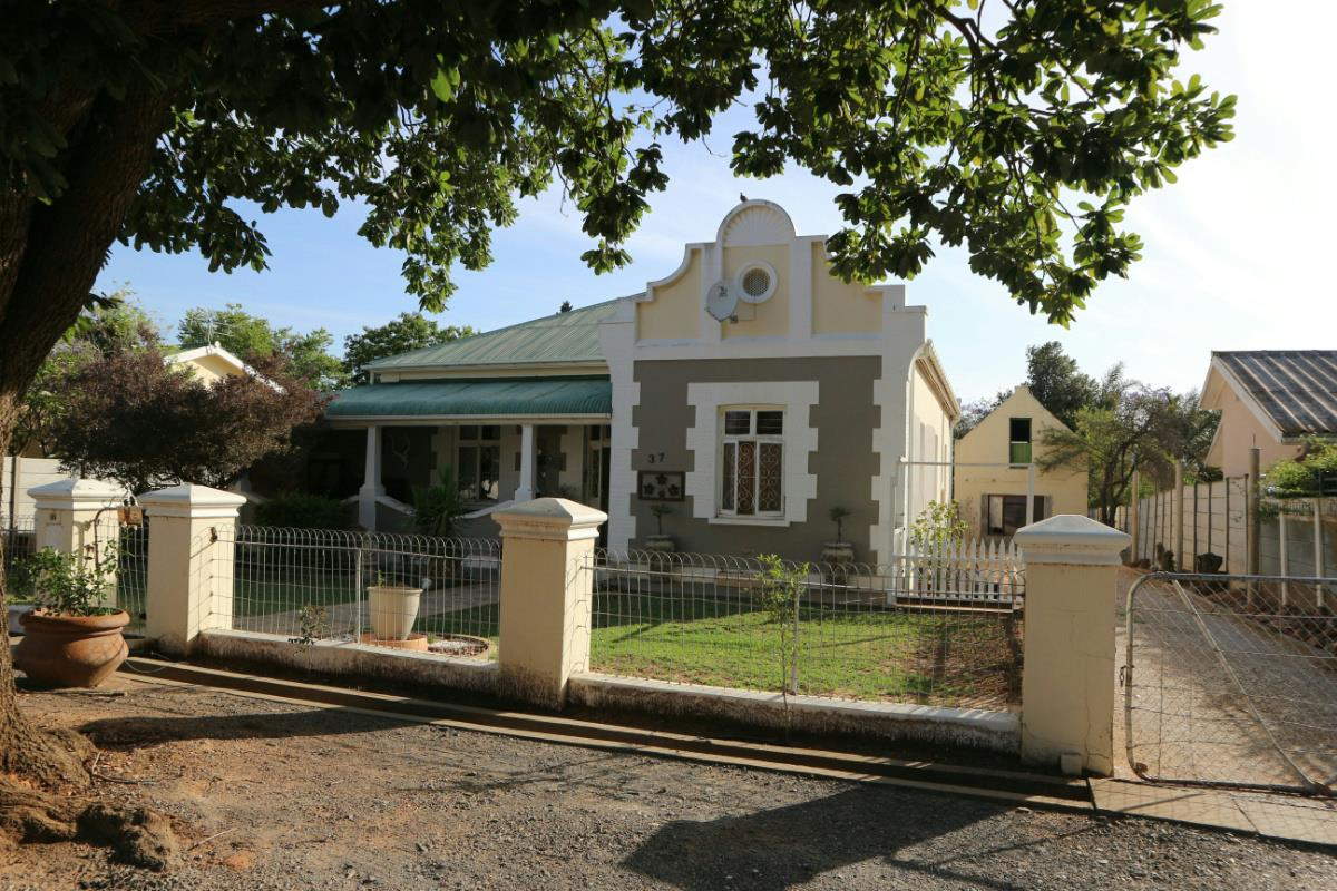 http://listing.pamgolding.co.za/Images/Properties/201712/809770/H/809770_H_2.jpg