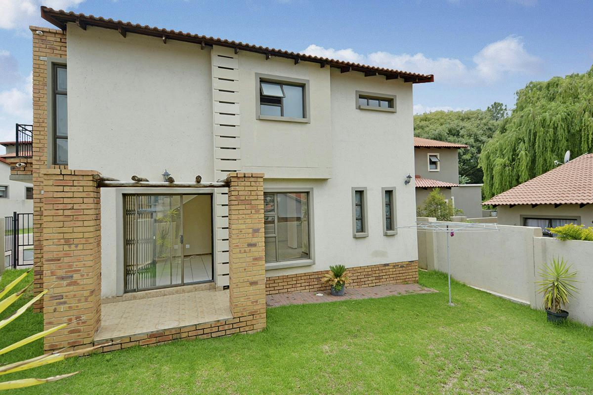 http://listing.pamgolding.co.za/Images/Properties/201712/816167/H/816167_H_3.jpg