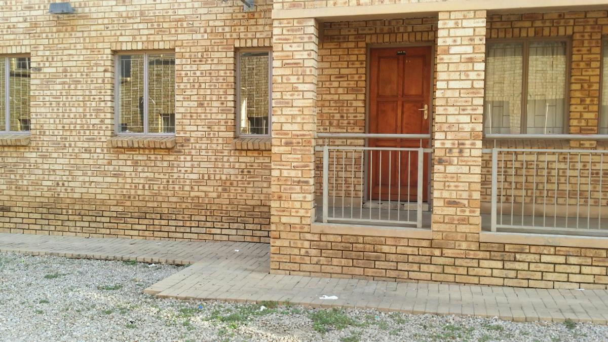 http://listing.pamgolding.co.za/Images/Properties/201801/817121/H/817121_H_18.jpg