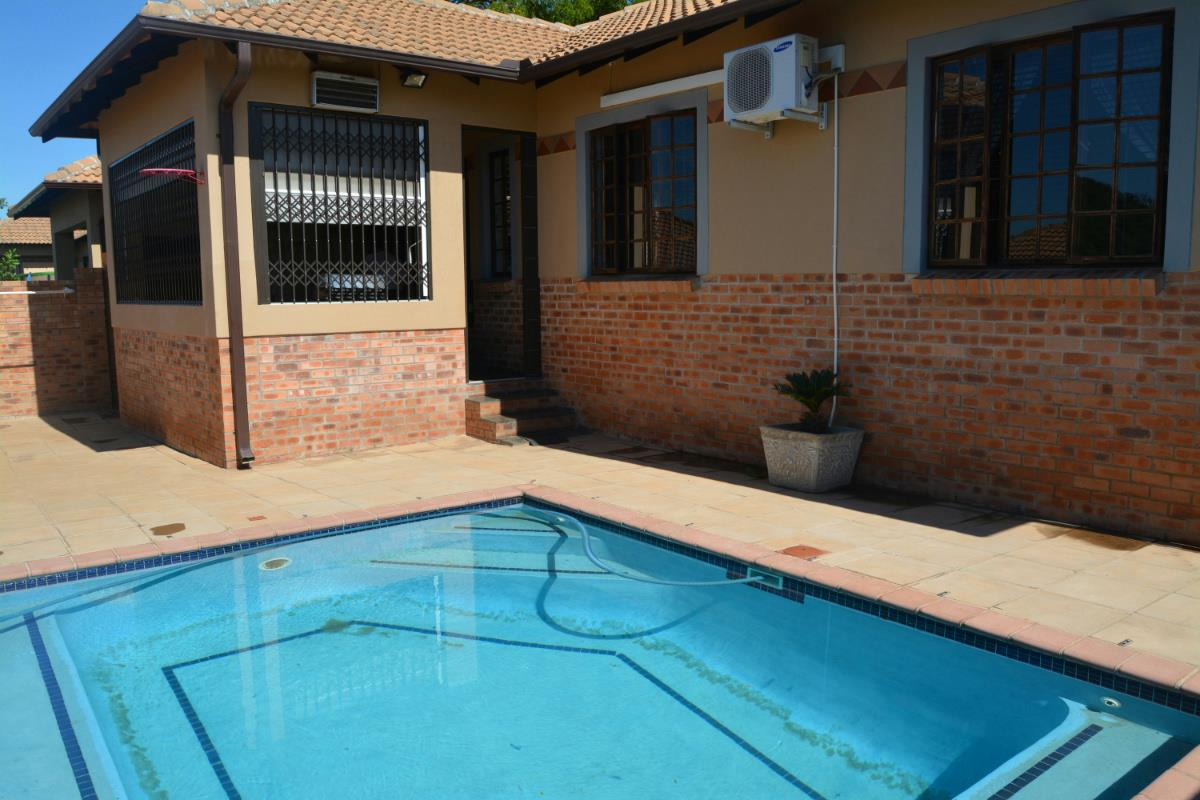 http://listing.pamgolding.co.za/Images/Properties/201801/820155/H/820155_H_6.jpg
