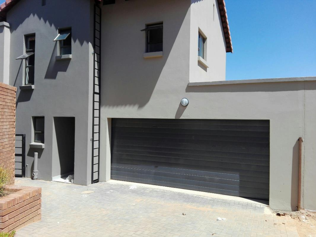 http://listing.pamgolding.co.za/Images/Properties/201801/820647/H/820647_H_17.jpg