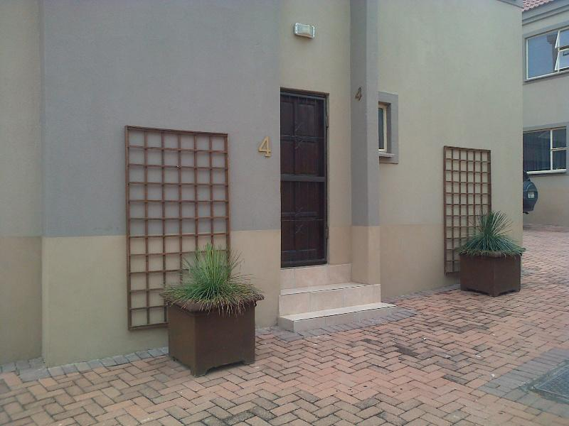 https://listing.pamgolding.co.za/Images/Properties/201301/362880/H/362880_H_2.jpg