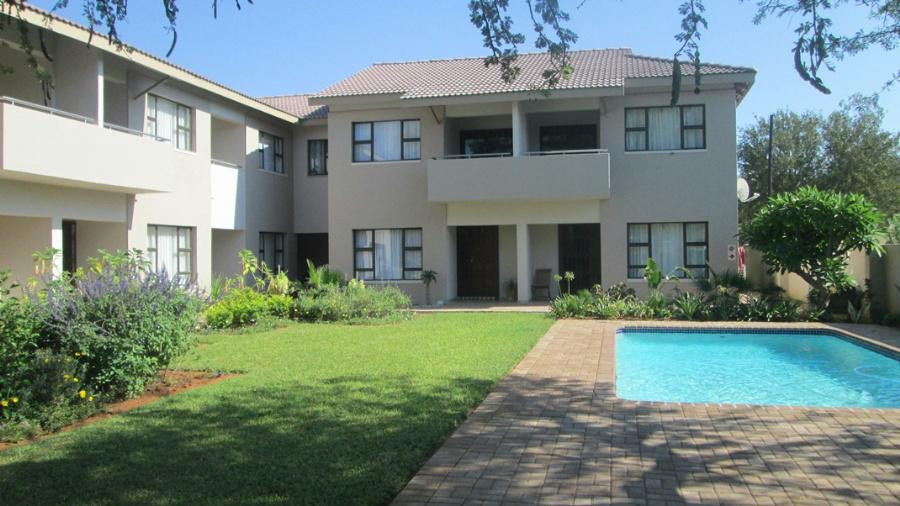 https://listing.pamgolding.co.za/Images/Properties/201302/327996/H/327996_H_9.jpg