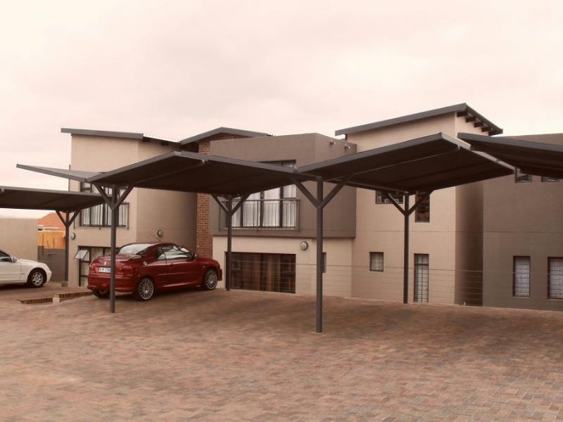 https://listing.pamgolding.co.za/Images/Properties/201403/325478/H/325478_H_1.jpg