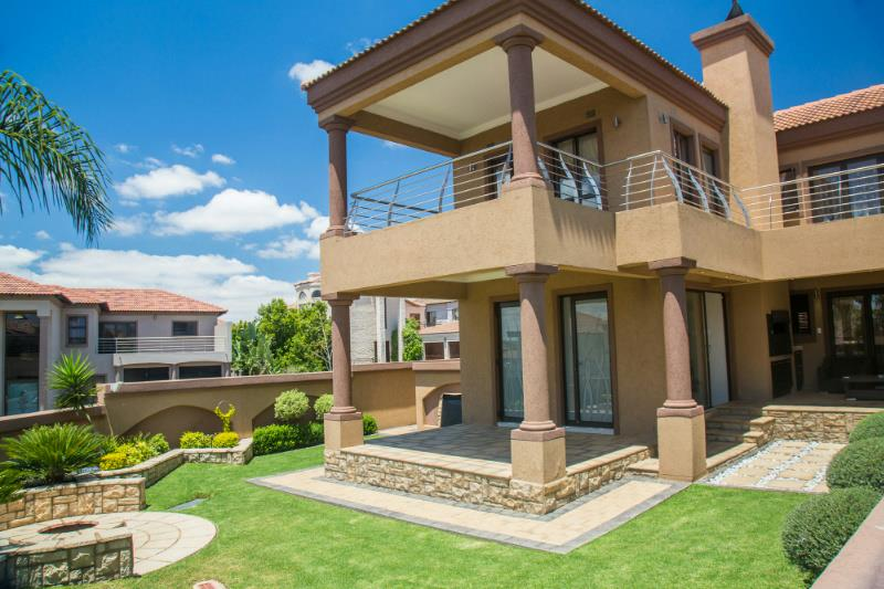 https://listing.pamgolding.co.za/Images/Properties/201410/461758/H/461758_H_3.jpg