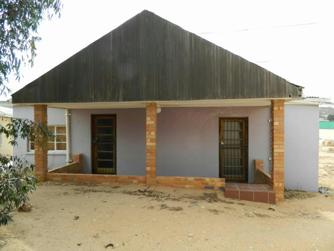 https://listing.pamgolding.co.za/Images/Properties/201511/527678/H/527678_H_1.jpg