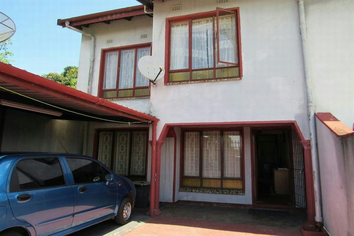 https://listing.pamgolding.co.za/Images/Properties/201512/532229/H/532229_H_1.jpg