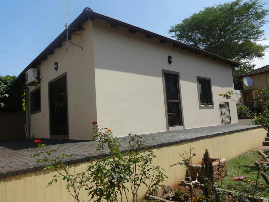 https://listing.pamgolding.co.za/Images/Properties/201603/394741/H/394741_H_10.jpg