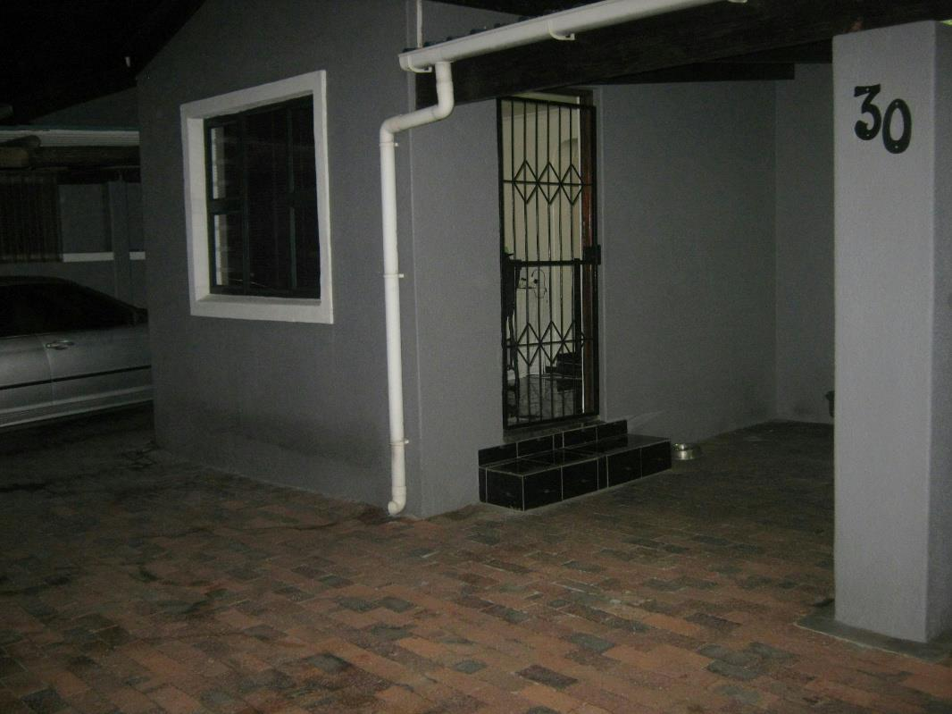 https://listing.pamgolding.co.za/Images/Properties/201605/554928/H/554928_H_2.jpg