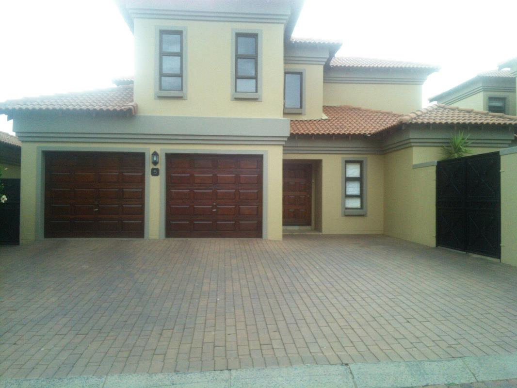https://listing.pamgolding.co.za/Images/Properties/201606/558323/H/558323_H_19.jpg