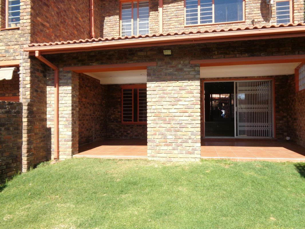 https://listing.pamgolding.co.za/Images/Properties/201607/492443/H/492443_H_26.jpg